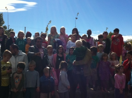 Mayor Nenshi has the children pledge they'll have fun -- and keep the playground free of litter and weeds!