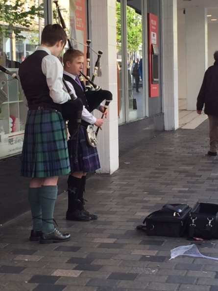 Nothing says Scotland like kilt-wearing bagpipe buskers.